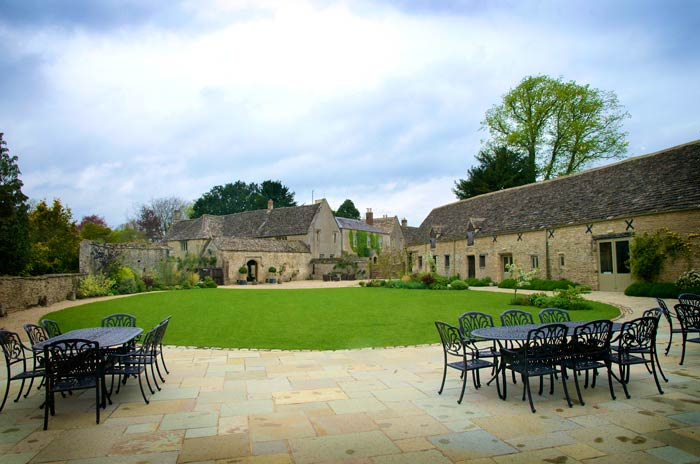 Caswell House And Barn Is A Lovely Oxfordshire Destination Within Reach Of The Dreaming Spires Perfect Combination Honey Cotswold Stone