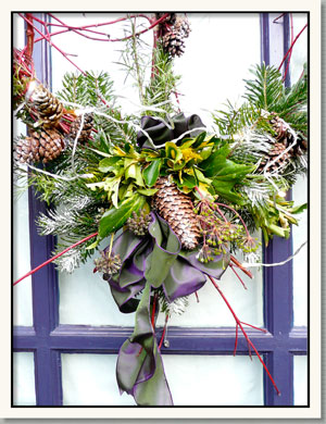 christmas flowers evesham, christmas arrangements cotswolds, christmas wreaths evesham