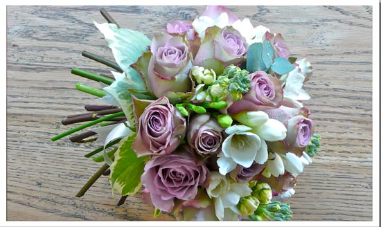 May flowers for your wedding day can be so beautiful